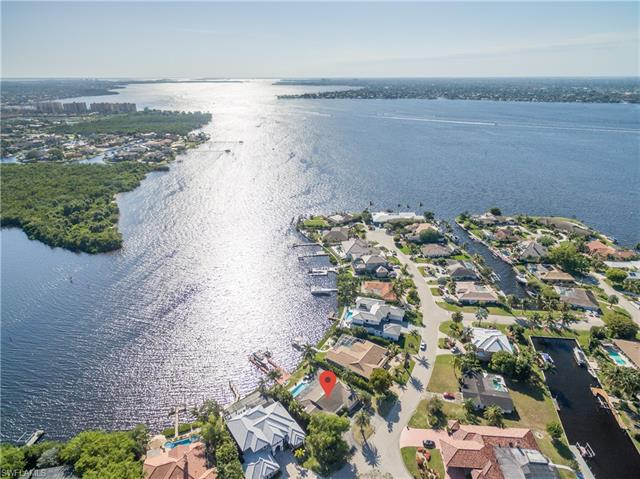 818 Cal Cove Dr, Fort Myers, FL 33919