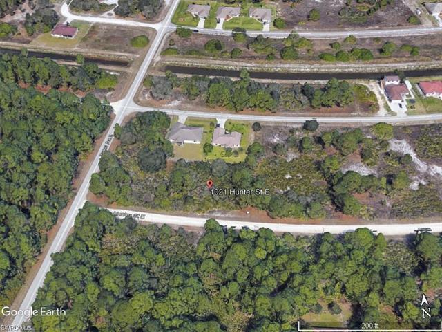 1021 Hunter St E, Lehigh Acres, FL 33974