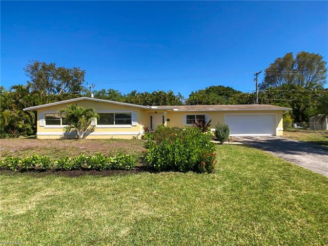 1041 N Town And River Dr, Fort Myers, FL 33919