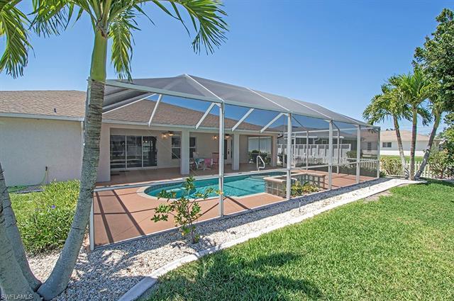 825 Se 4th Pl, Cape Coral, FL 33990