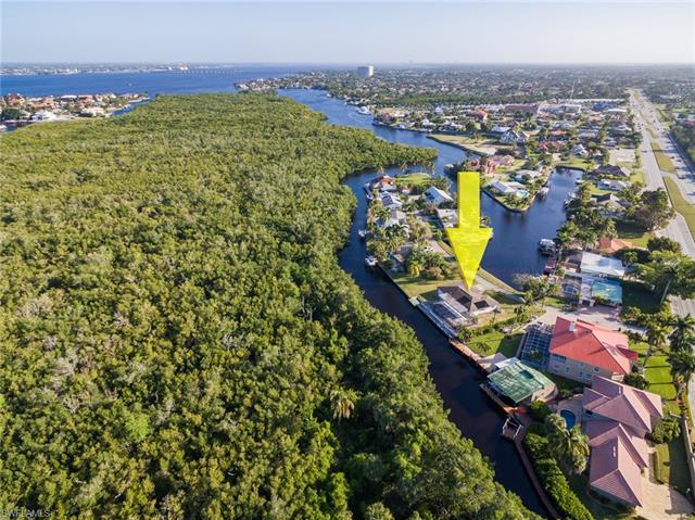 140 Crescent Dr, Fort Myers, FL 33919