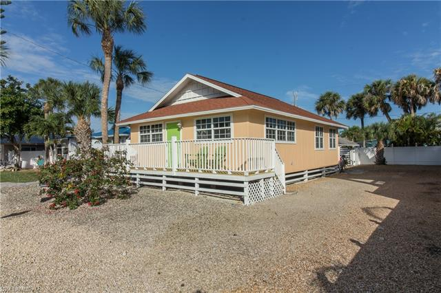 145 Jefferson St, Fort Myers Beach, FL 33931