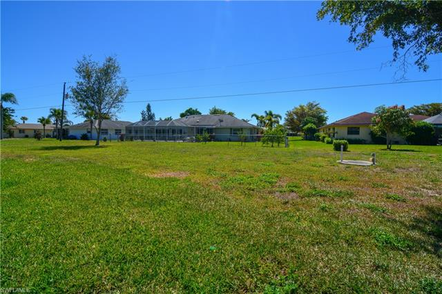 1515 Canal Pl, Lehigh Acres, FL 33936
