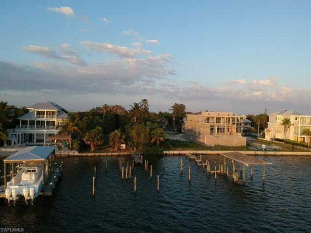 841 San Carlos Dr, Fort Myers Beach, FL 33931