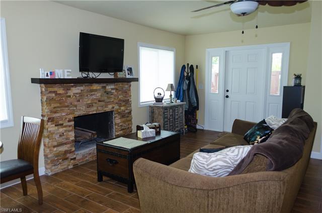 17320 Timber Oak Ln, Fort Myers, FL 33908