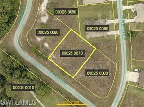 707 Circle Dr, Lehigh Acres, FL 33973