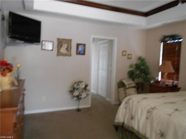 902 Se 41st St, Cape Coral, FL 33904
