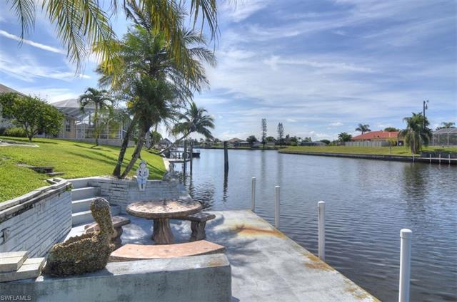 924 Se 16th Ter, Cape Coral, FL 33990