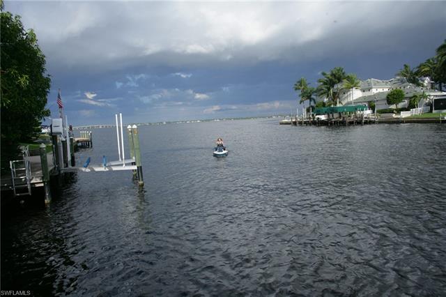 2206 Se 28th St, Cape Coral, FL 33904