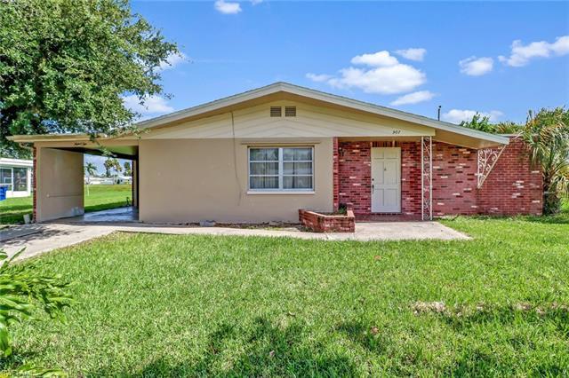 902 Monet St, Lehigh Acres, FL 33936