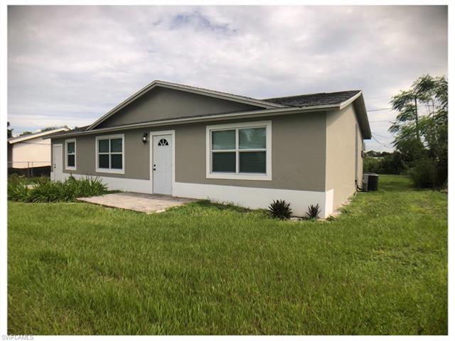 875 Edison Ave, Labelle, FL 33935
