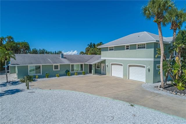 225 Green Dolphin Dr, Cape Haze, FL 33946