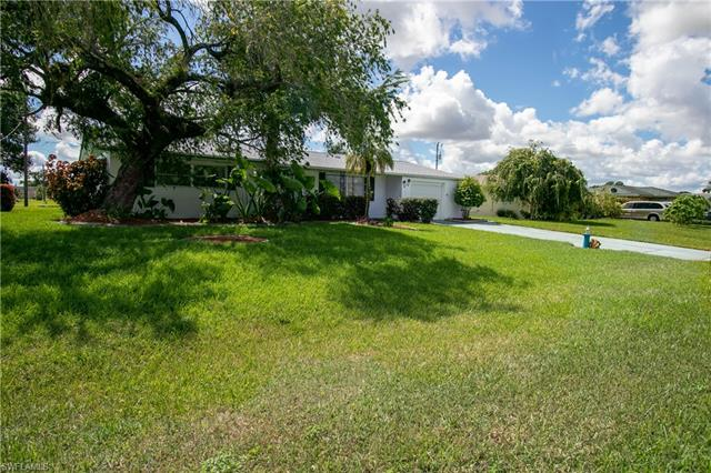 806 Willow Dr, Lehigh Acres, FL 33936
