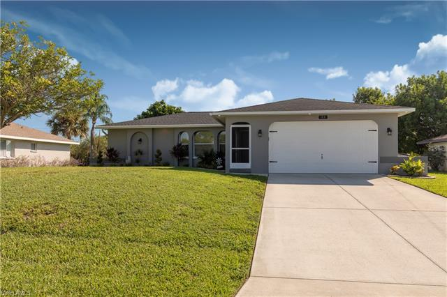 33 Ne 8th Pl, Cape Coral, FL 33909