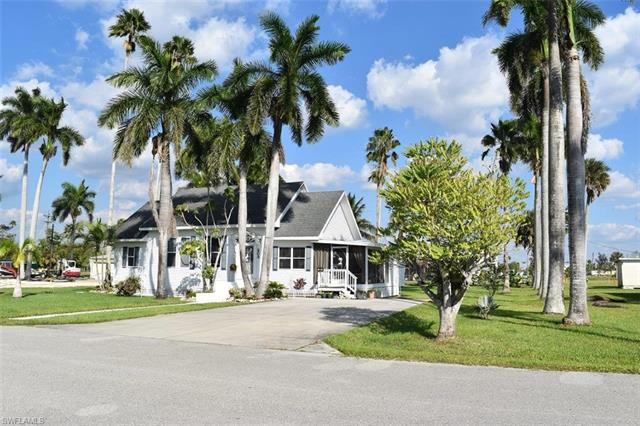 203 Allen Ave, Everglades City, FL 34139