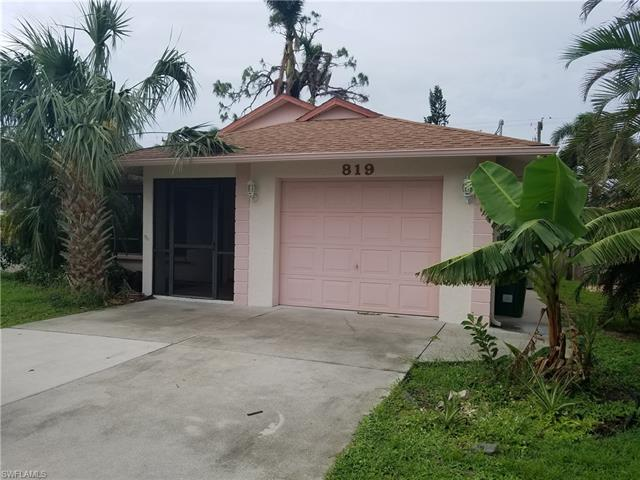 819 102nd Ave N, Naples, FL 34108