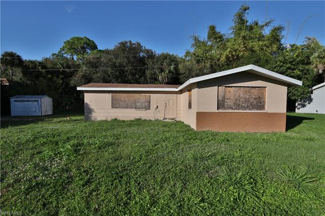 86 Glenmont Dr W, North Fort Myers, FL 33917