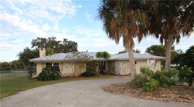 391 Caloosa Estates Dr, Labelle, FL 33935