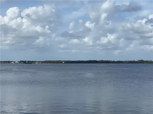 8 Live Oak Ln, Fort Myers, FL 33905