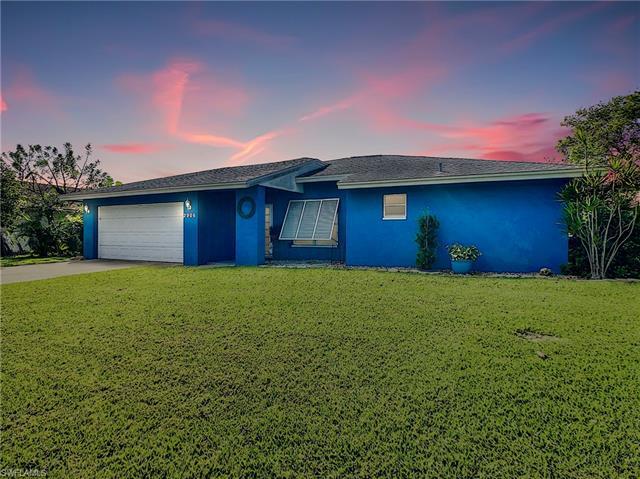 2906 Country Club Blvd, Cape Coral, FL 33904