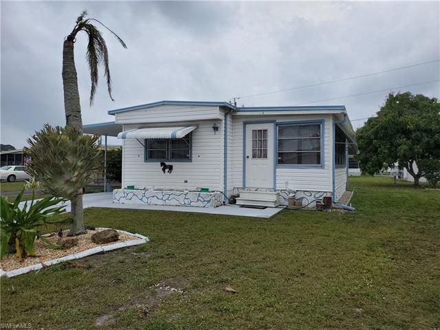 218 Captains Walk, North Fort Myers, FL 33917