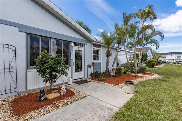 6884 Bogey Dr, Fort Myers, FL 33919