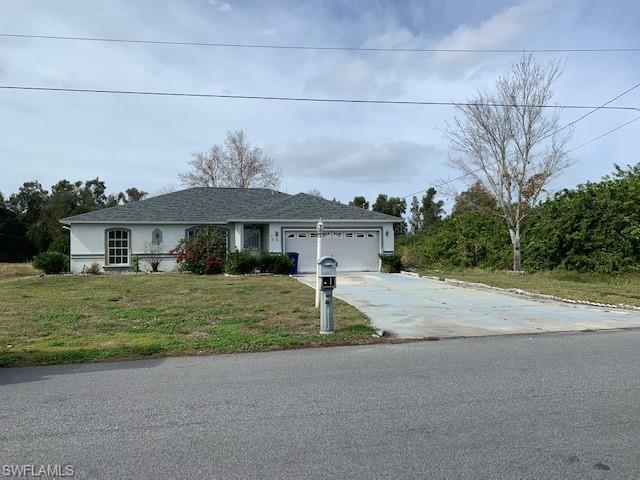 818 Woodridge Cir, Fort Myers, FL 33913
