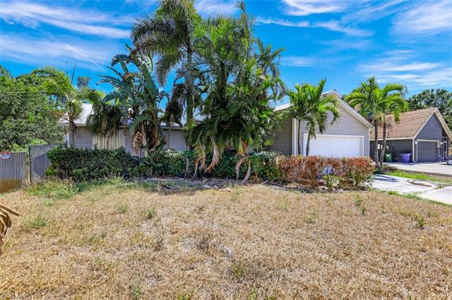 8052 Cypress Dr N, Fort Myers, FL 33967