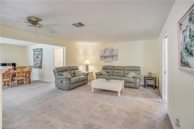 1001 N Town And River Dr, Fort Myers, FL 33919
