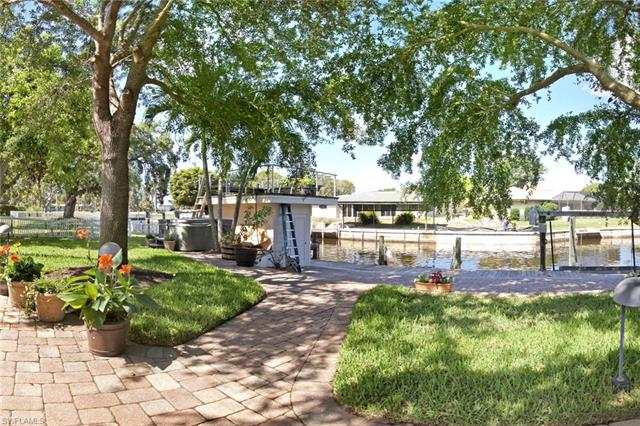 6806 Hibiscus Ln, Fort Myers, FL 33919