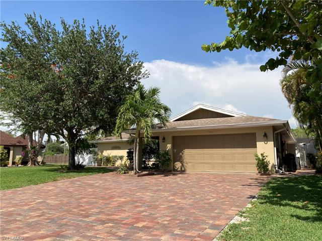1747 Boxwood Ln, Naples, FL 34105