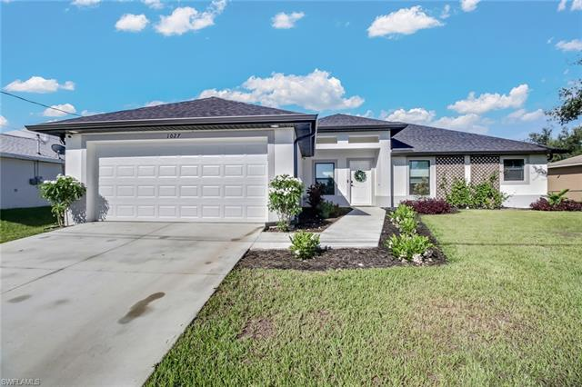 1027 Cedartree Ave, Lehigh Acres, FL 33971