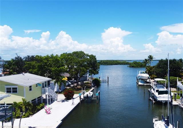 248 Driftwood Ln, Fort Myers Beach, FL 33931
