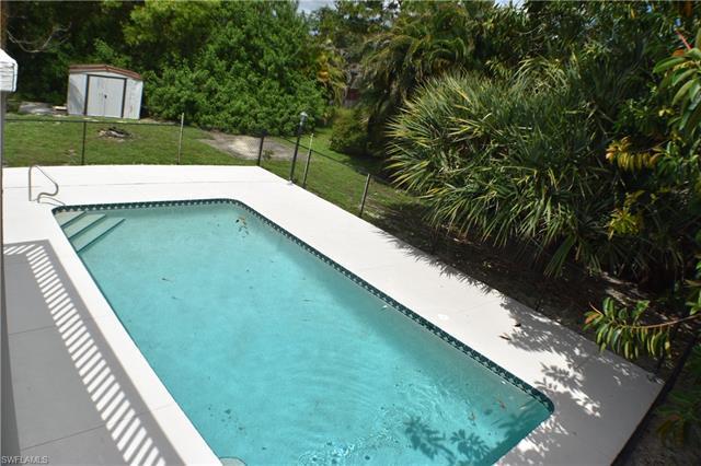 8049 Albatross Rd, Fort Myers, FL 33967