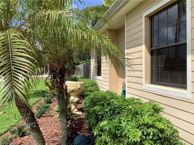 921 Shaddelee Ln E, Fort Myers, FL 33919