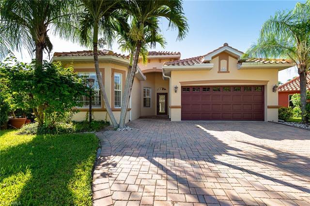 9771 Las Casas Dr, Fort Myers, FL 33919