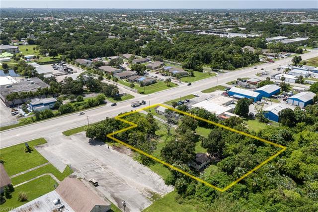 952/954 Pondella Rd, North Fort Myers, FL 33903