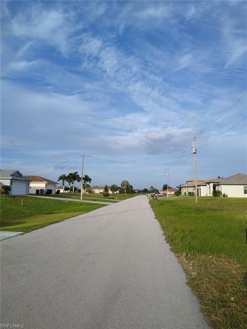 1218 Ne 40th St, Cape Coral, FL 33909