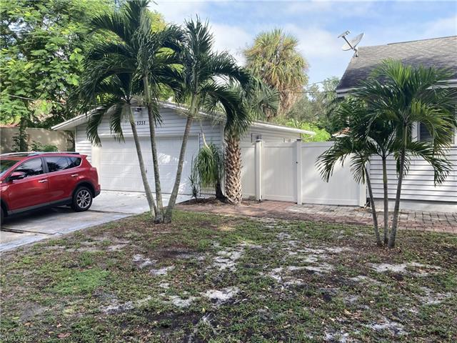 1351 Via Flores Ave, Fort Myers, FL 33901