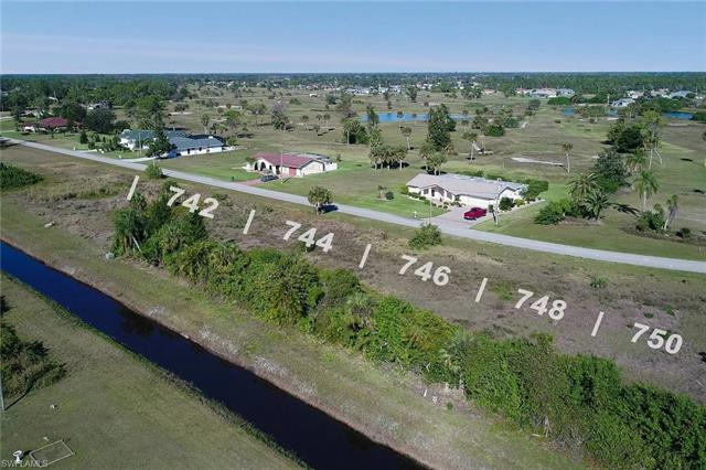 744 Mirror Lakes Dr, Lehigh Acres, FL 33974