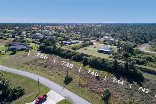 748 Mirror Lakes Dr, Lehigh Acres, FL 33974