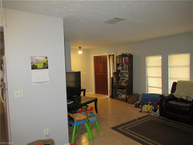1406 Se 1st St, Cape Coral, FL 33990