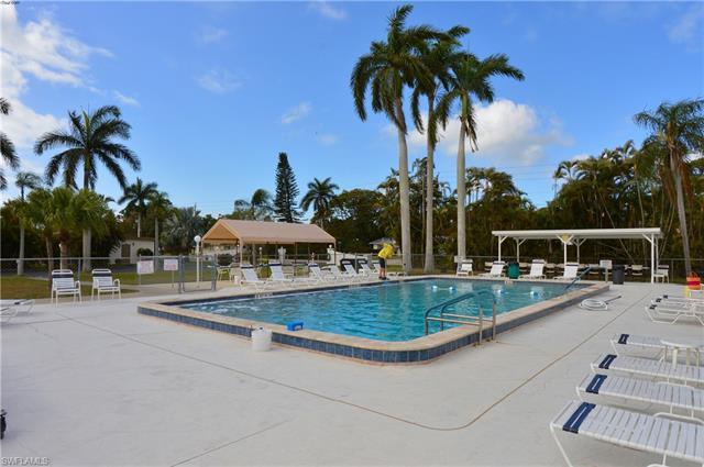 13 Cottonwood Dr, Fort Myers, FL 33908