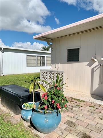 513 Pine Tree Ct, North Fort Myers, FL 33917