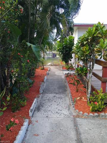 3368 Apache St, Fort Myers, FL 33916