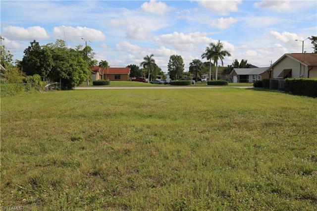 2914 Country Club Blvd, Cape Coral, FL 33904