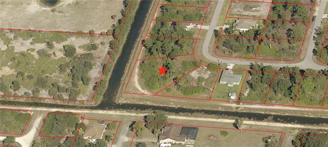 1811 Laurie St, Lehigh Acres, FL 33972
