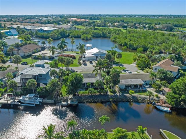 3179 Lakeview Dr, Naples, FL 34112
