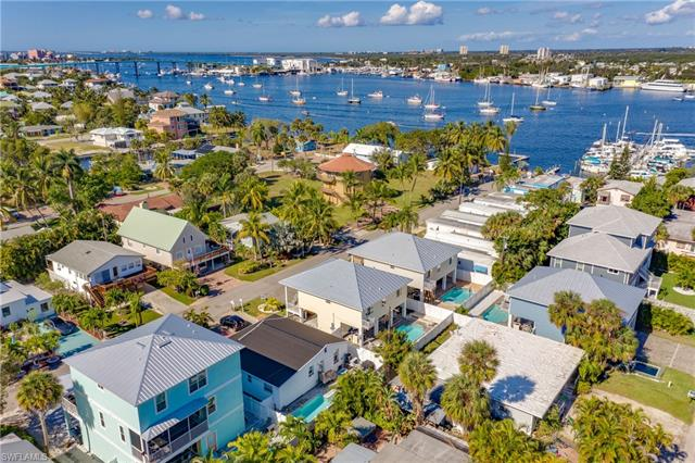 256 Pearl St, Fort Myers Beach, FL 33931