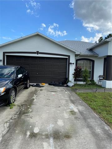 541 Hawthorne Ave S, Lehigh Acres, FL 33974